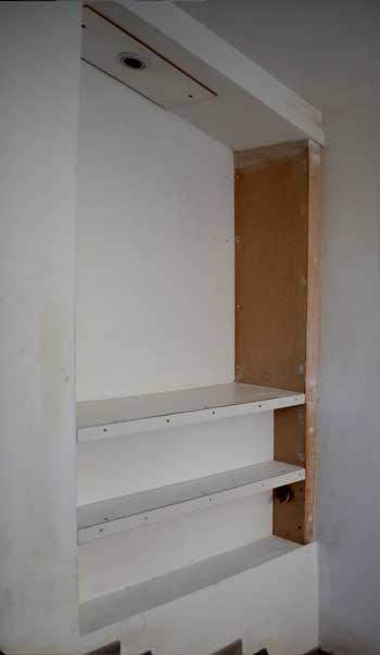 fabriquer une etagere dans escalier